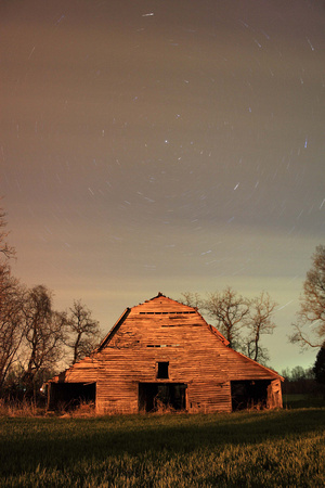 Long night exposure north star old barn Tennessee